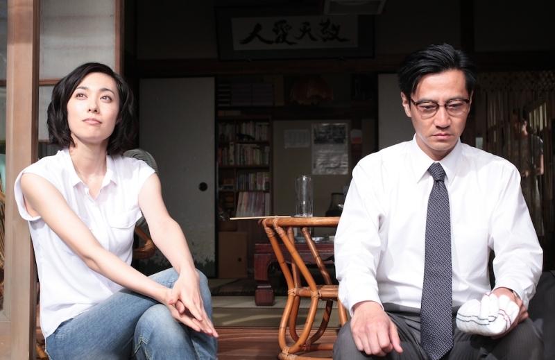 Rokugatsudou no sanshimai: Kazue Fukiishi e Kanji Tsuda in una scena del film