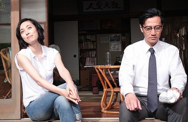 Rokugatsudou no sanshimai: Kazue Fukiishi e Kanji Tsuda insieme in una scena del film