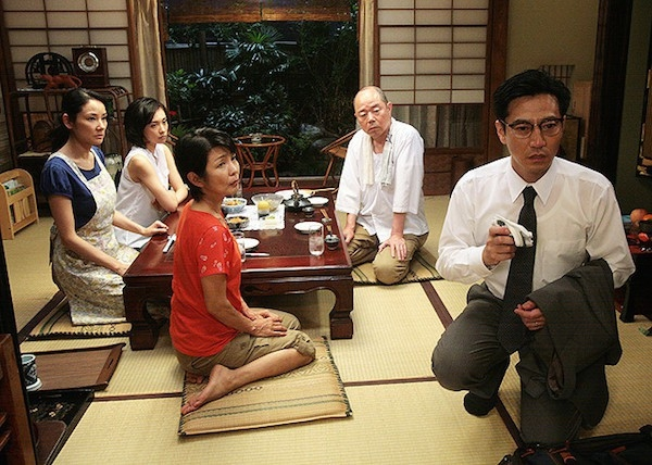 Rokugatsudou no sanshimai: la famiglia al completo riunita a tavola