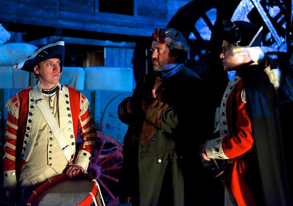 TURN: Burn Gorman, Angus MacFayden e Adam Brock nell'episodio Who By Fire