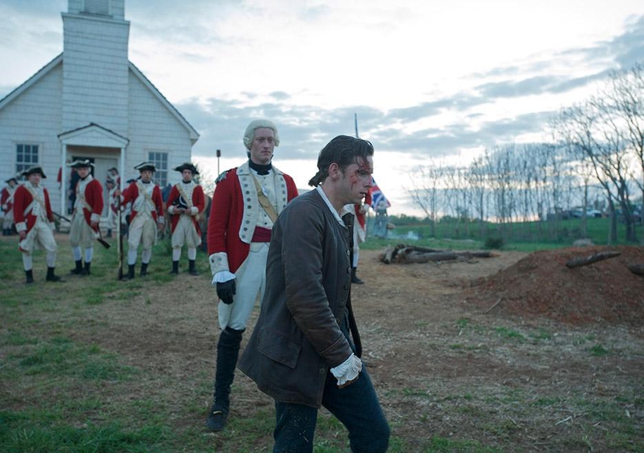 TURN: Samuel Roukin e Jamie Bell nel primo episodio della serie