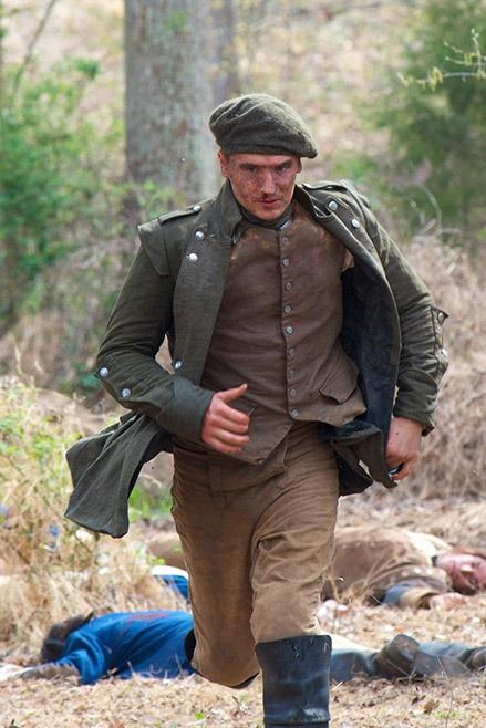 TURN: Seth Numrich nel primo episodio della serie