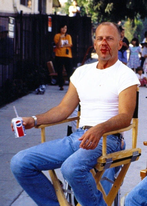 Bruce Willis sul set di Pulp Fiction
