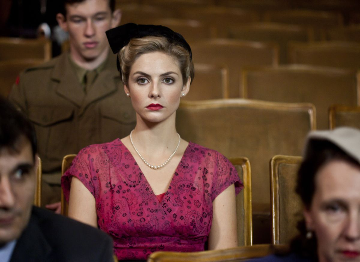 Tamsin Egerton in una scena di Queen and Country