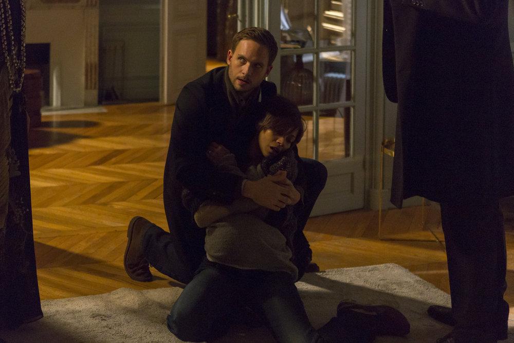 Rosemary's Baby: Patrick J. Adams e Zoe Saldana in un momento della mini serie