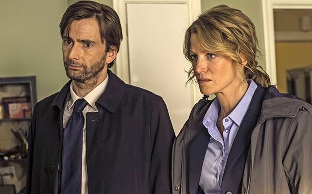 Gracepoint: Anna Gunn e David Tennant in una scena