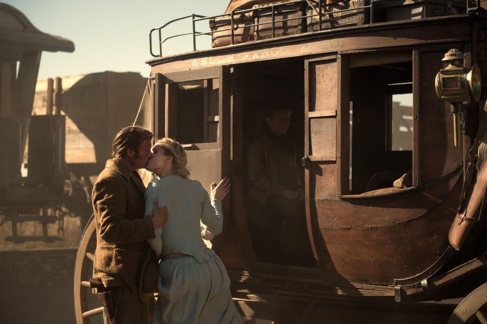 The Salvation: Mads Mikkelsen in una scena familiare tratta dal film