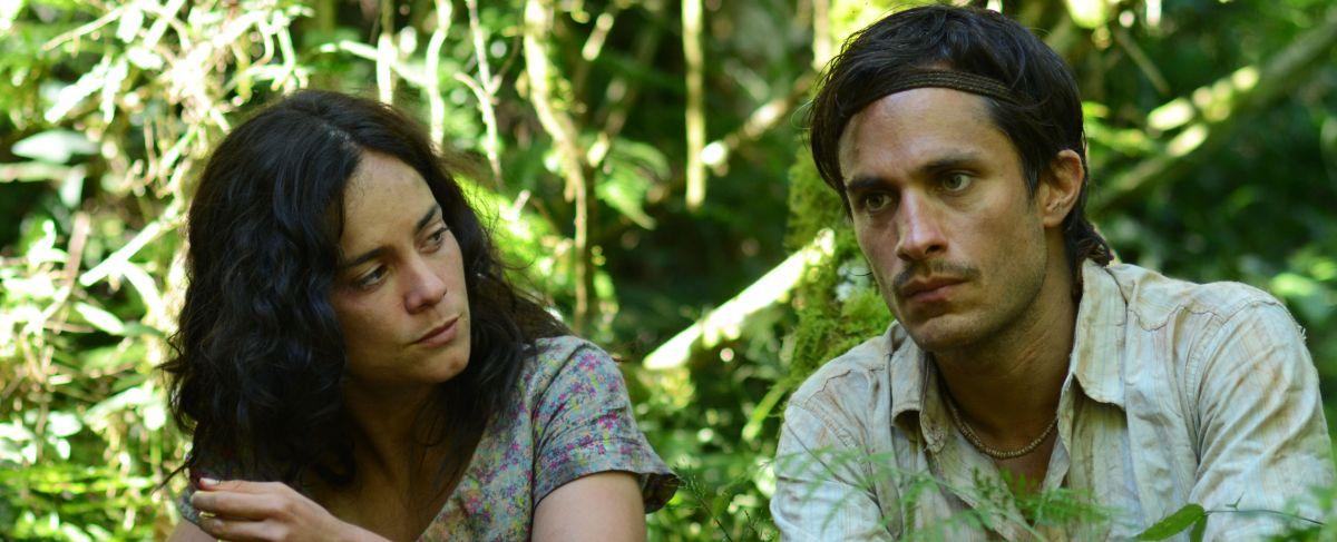 El Ardor: Alice Braga con Gael García Bernal in una scena