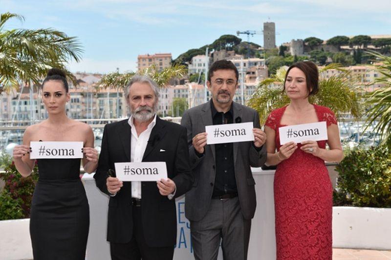 Winter Sleep: il regista Nuri Bilge Ceylan insieme al cast in segno di lutto per il disastro nella miniera di Soma