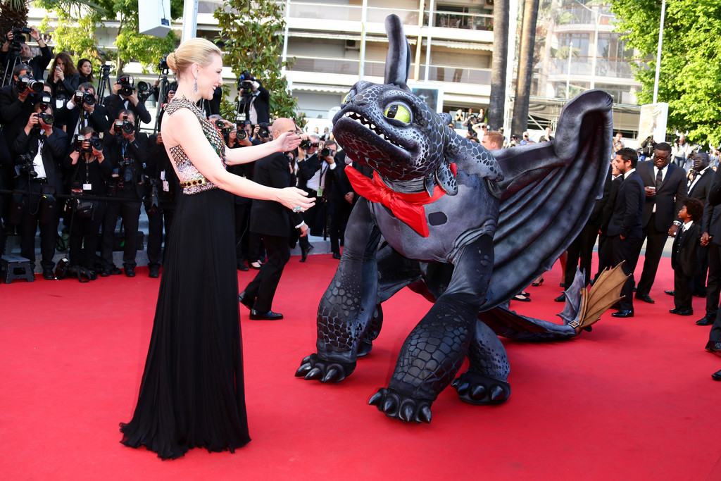 Cannes 2014, Cate Blanchett sul red carpet di Dragon Trainer 2 con un accompagnatore speciale