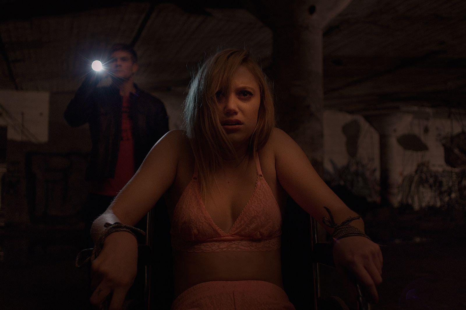 It Follows:  Maika Monroe in una scena dell'horror