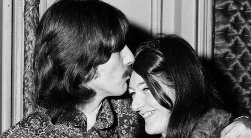 La segretaria dei Beatles: Freda Kelly con George Harrison in una scena del documentario