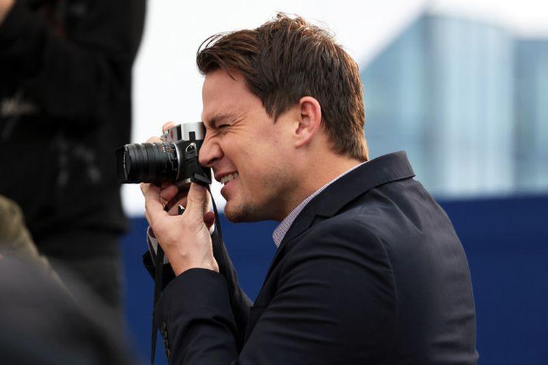 Foxcatcher: Channing Tatum scatta foto ai fan durante il photocall del film a Cannes 2014
