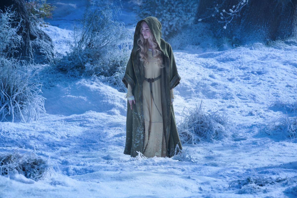 Maleficent: Elle Fanning in una scena nei panni della Principessa Aurora