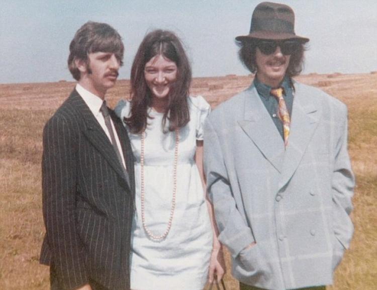La segretaria dei Beatles: Freda Kelly con Ringo Starr e George Harrison in una scena del documentario