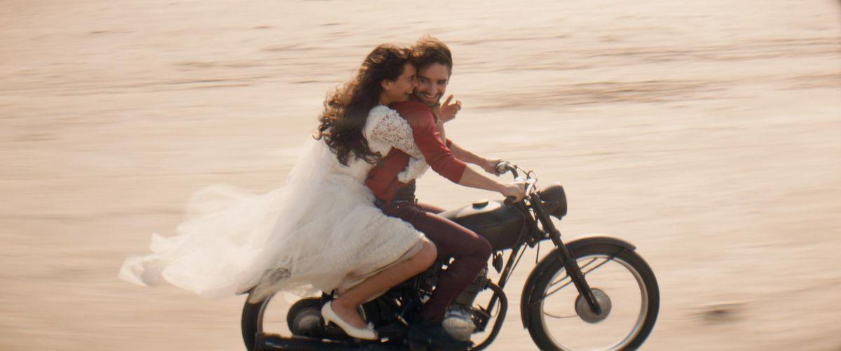 Géronimo: Nailia Harzoune e David Murgia in fuga per amore in una scena del film