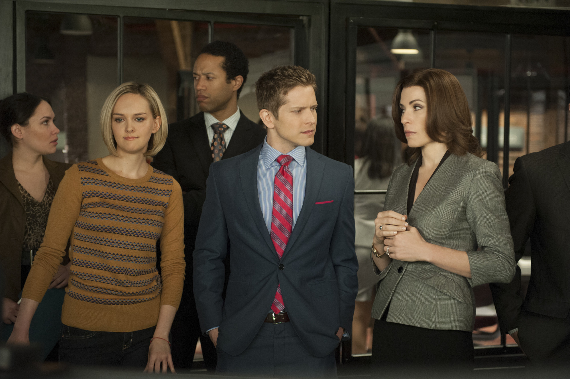 The Good Wife: Julianna Margulies, Jess Weixler e Matt Czuchry nell'episodio A Weird Year