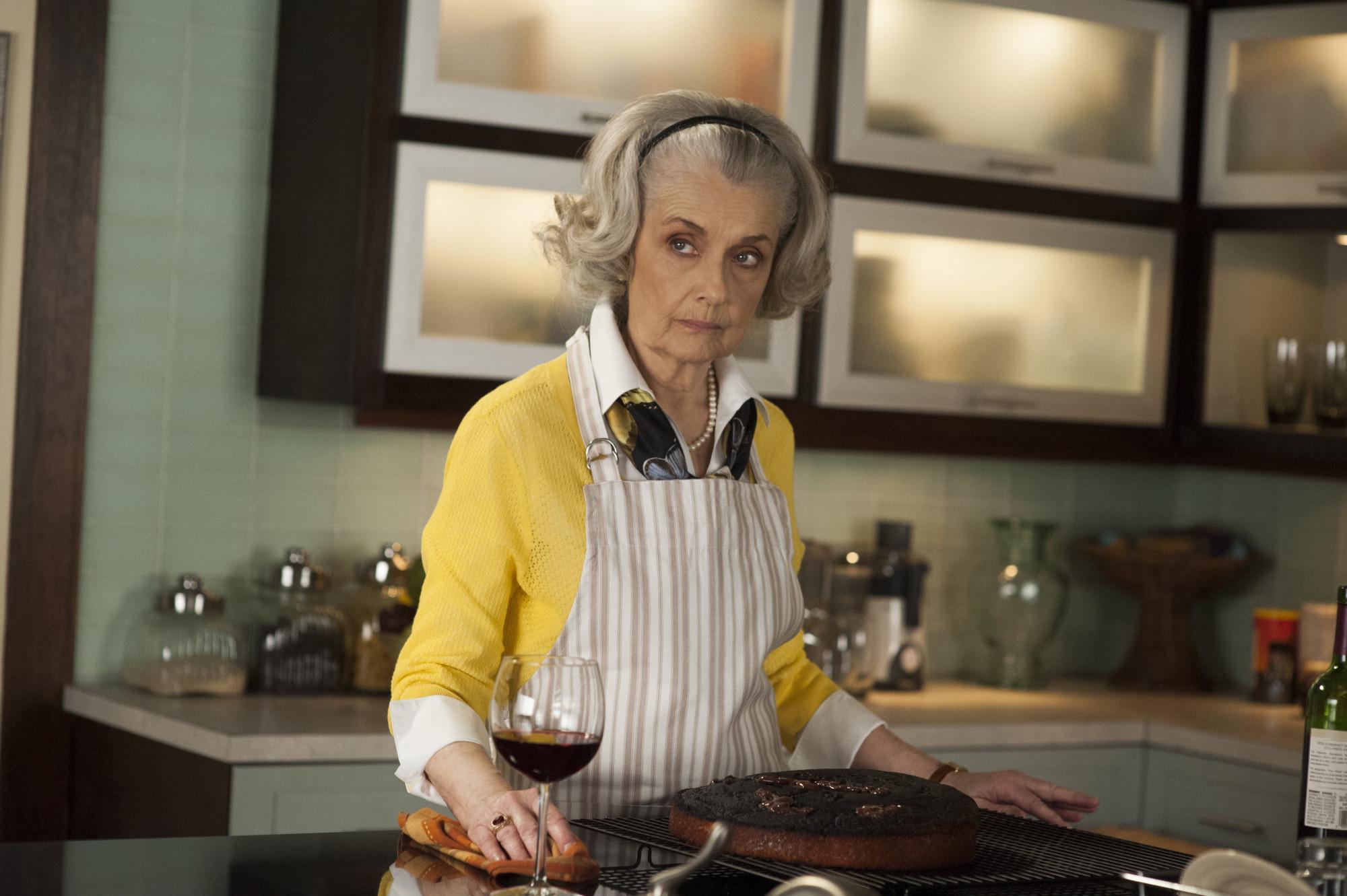 The Good Wife: Mary Beth Peil nell'episodio A Weird Year
