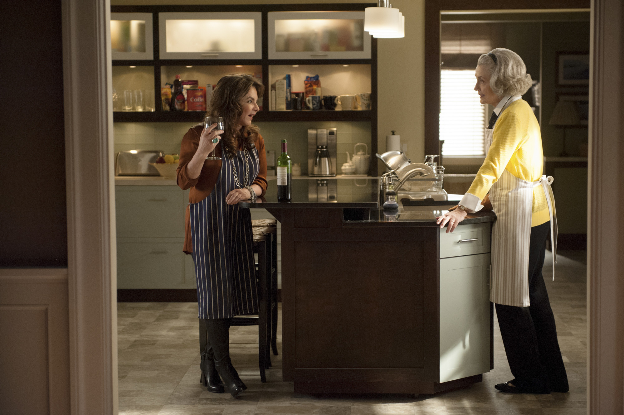 The Good Wife: Stockard Channing e Mary Beth Peil nell'episodio A Weird Year