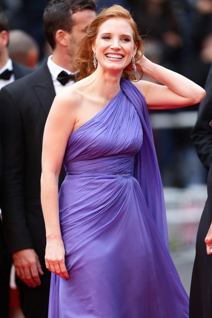 Cannes 2014: una sorridente Jessica Chastain sul red carpet per la presentazione di Foxcatcher