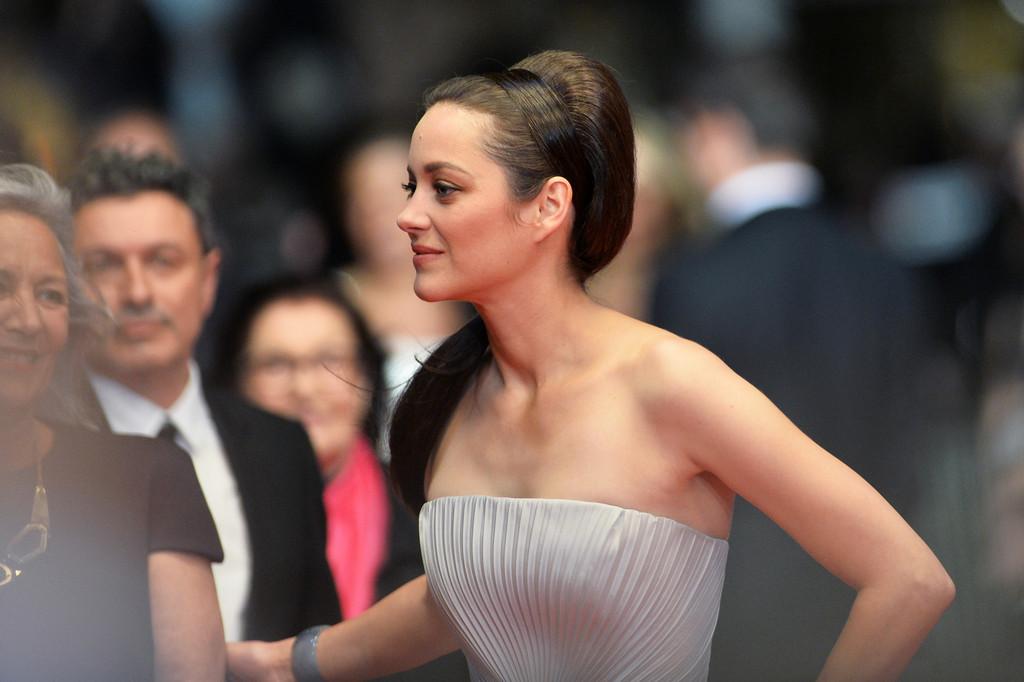 Cannes 2014: Marion Cotillard sfila sul red carpet, durante la presentazione de L'homme que l'on amait trop