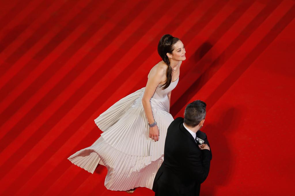 Cannes 2014: Marion Cotillard sfila sul red carpet per la presentazione de L'homme que l'on aimait trop