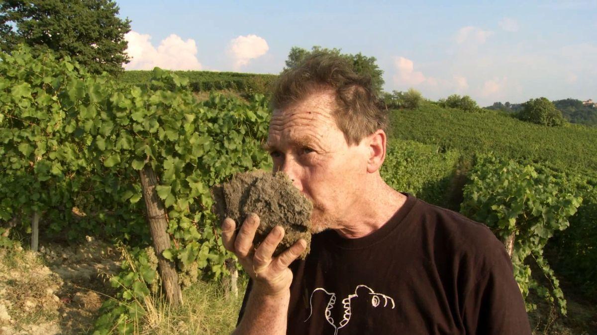 Resistenza naturale: Stefano Bellotti, titolare della Cascina degli Ulivi, in una scena del documentario