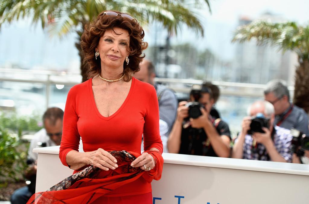 Sophia Loren, una signora in rosso al Festival di Cannes 2014