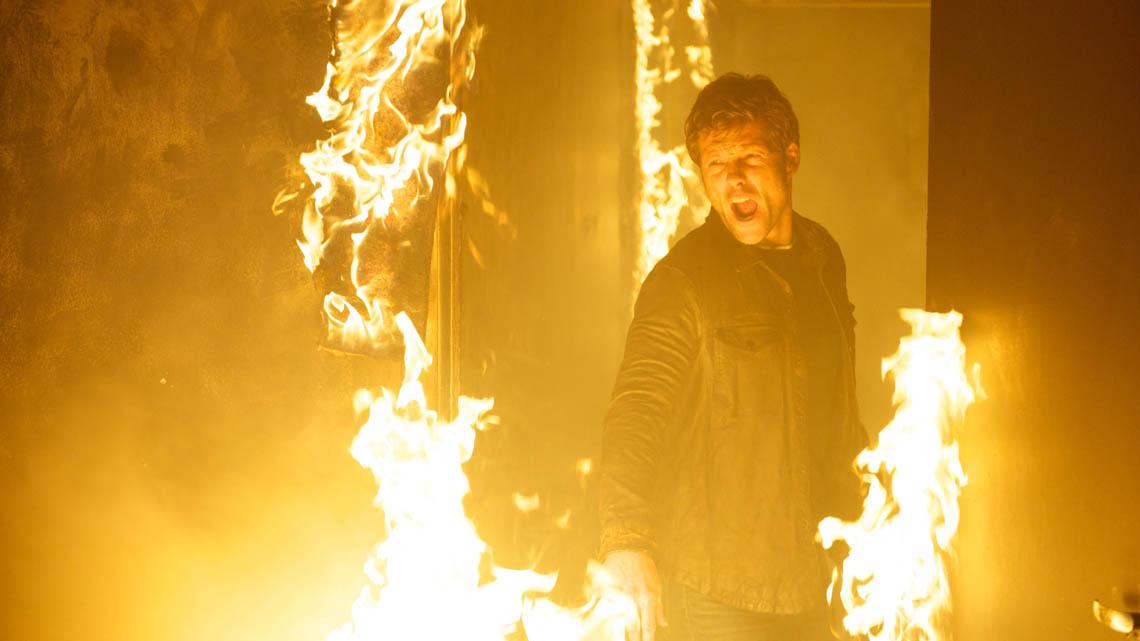 The Smoke: Jamie Bamber nell'ottavo episodio