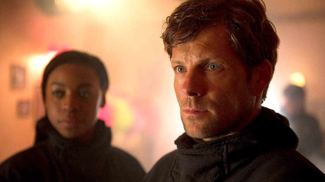 The Smoke: Jamie Bamber e Pippa Bennett-Warner nel quarto episodio della prima stagione