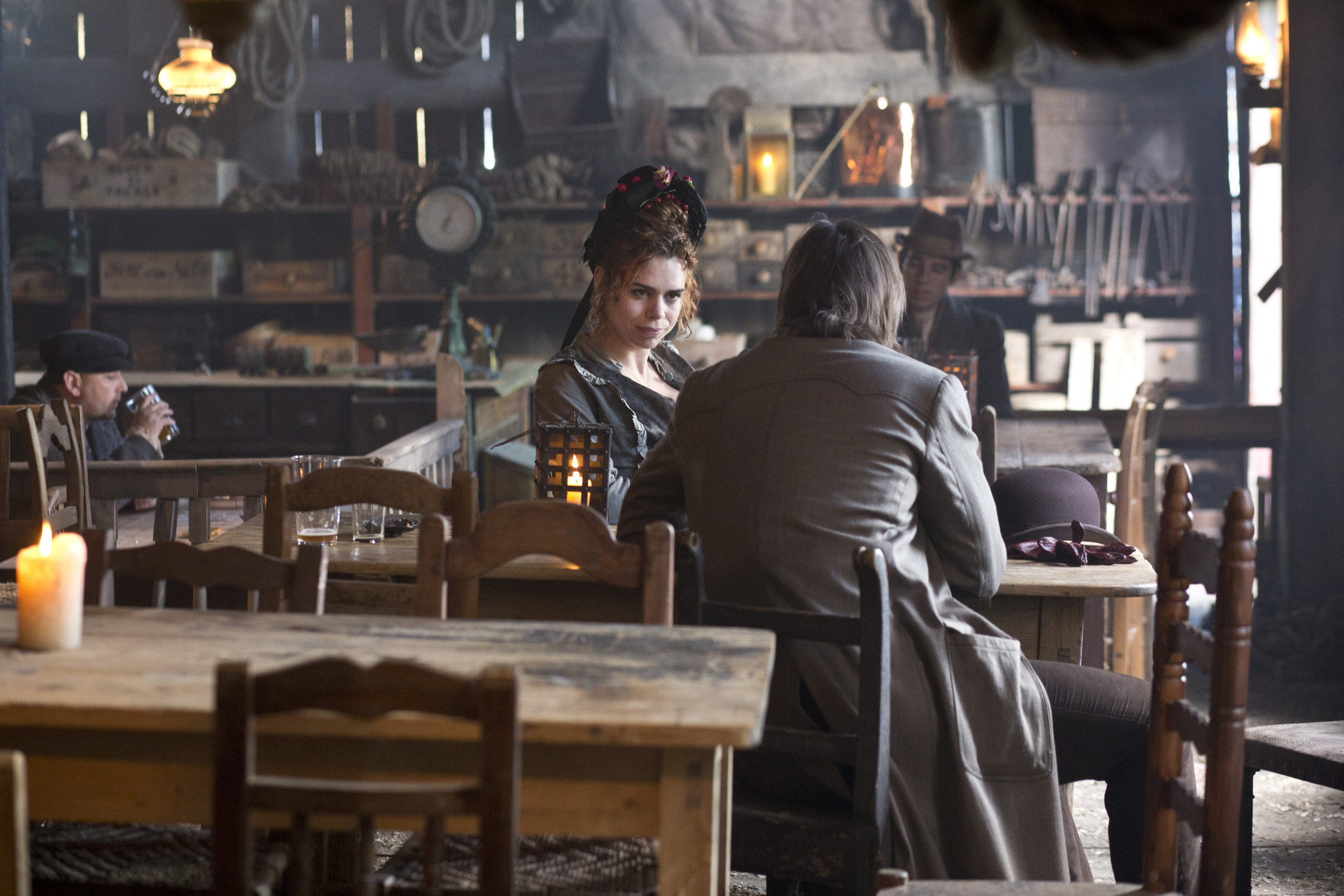 Penny Dreadful: Billie Piper e Josh Hartnett nell'episodio Séance