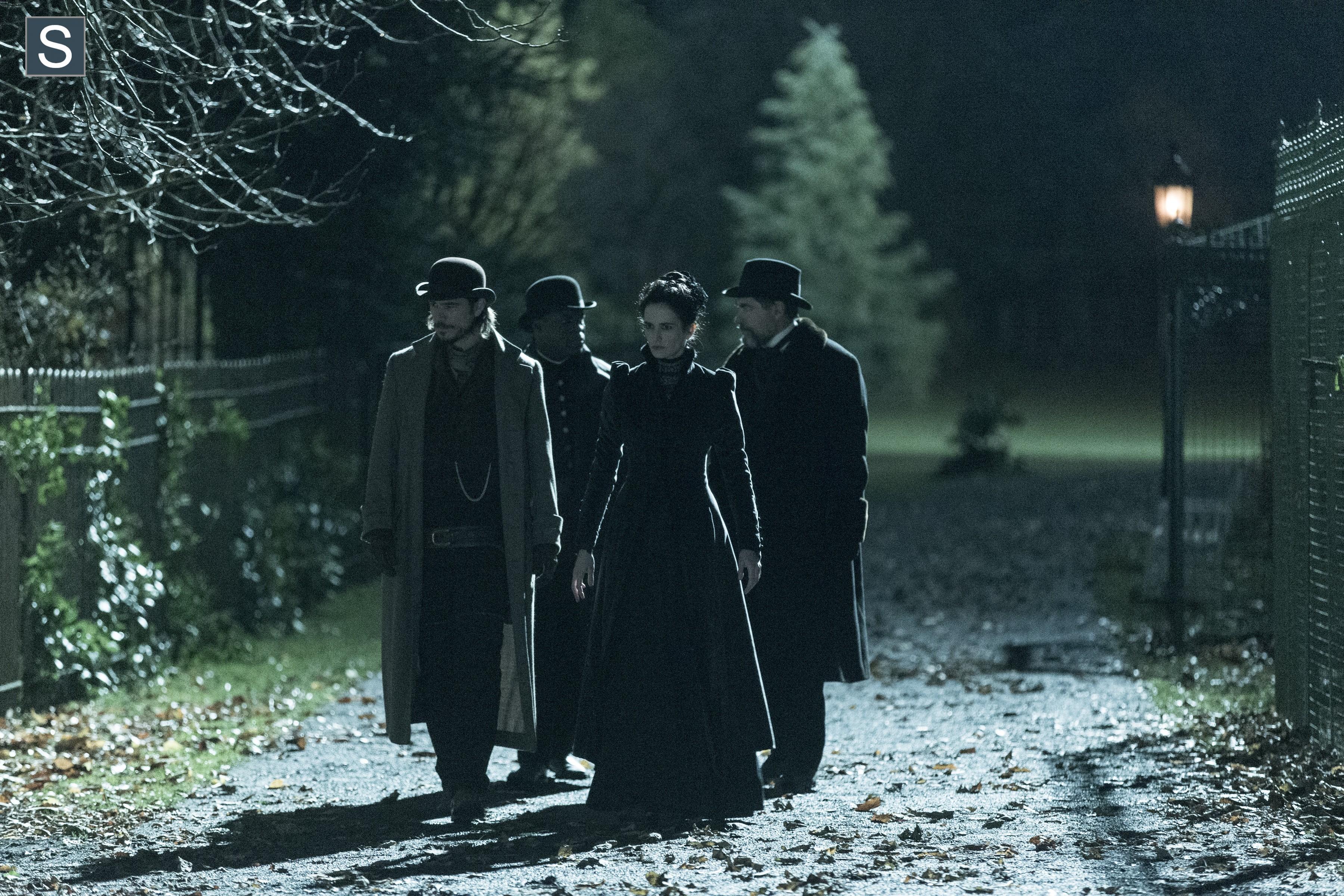 Penny Dreadful: Timothy Dalton, Danny Sapani, Eva Green, Josh Hartnett  in una scena dell'episodio Resurrection