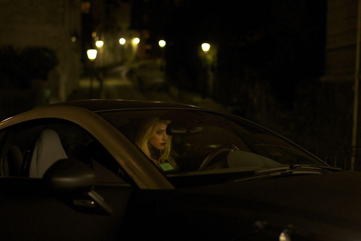 3 Days to Kill: Amber Heard nei panni di una spia in una scena del film