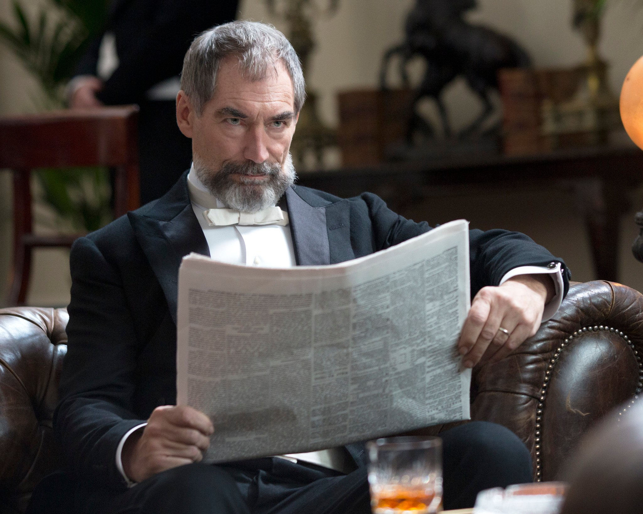 Penny Dreadful: Timothy Dalton nell'episodio Night Work