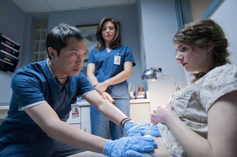 The Night Shift: Ken Leung in una scena del pilot