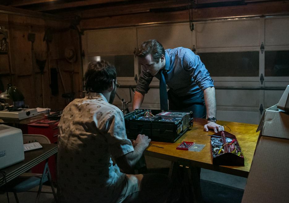 Halt and Catch Fire: Scooty McNairy e Lee Pace nel primo episodio della serie