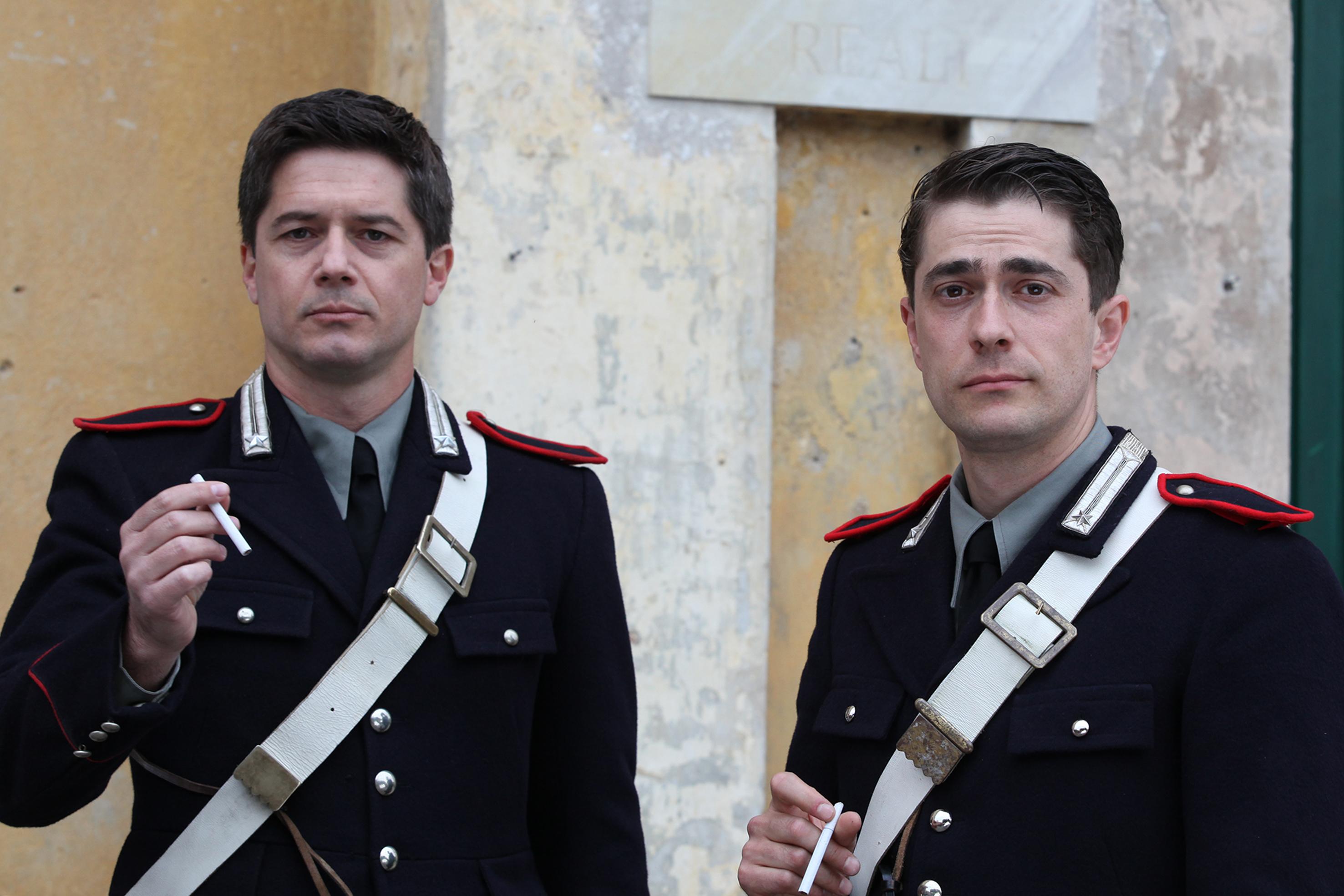 A testa alta: Ettore Bassi e Giovanni Scifoni in una scena della fiction Rai