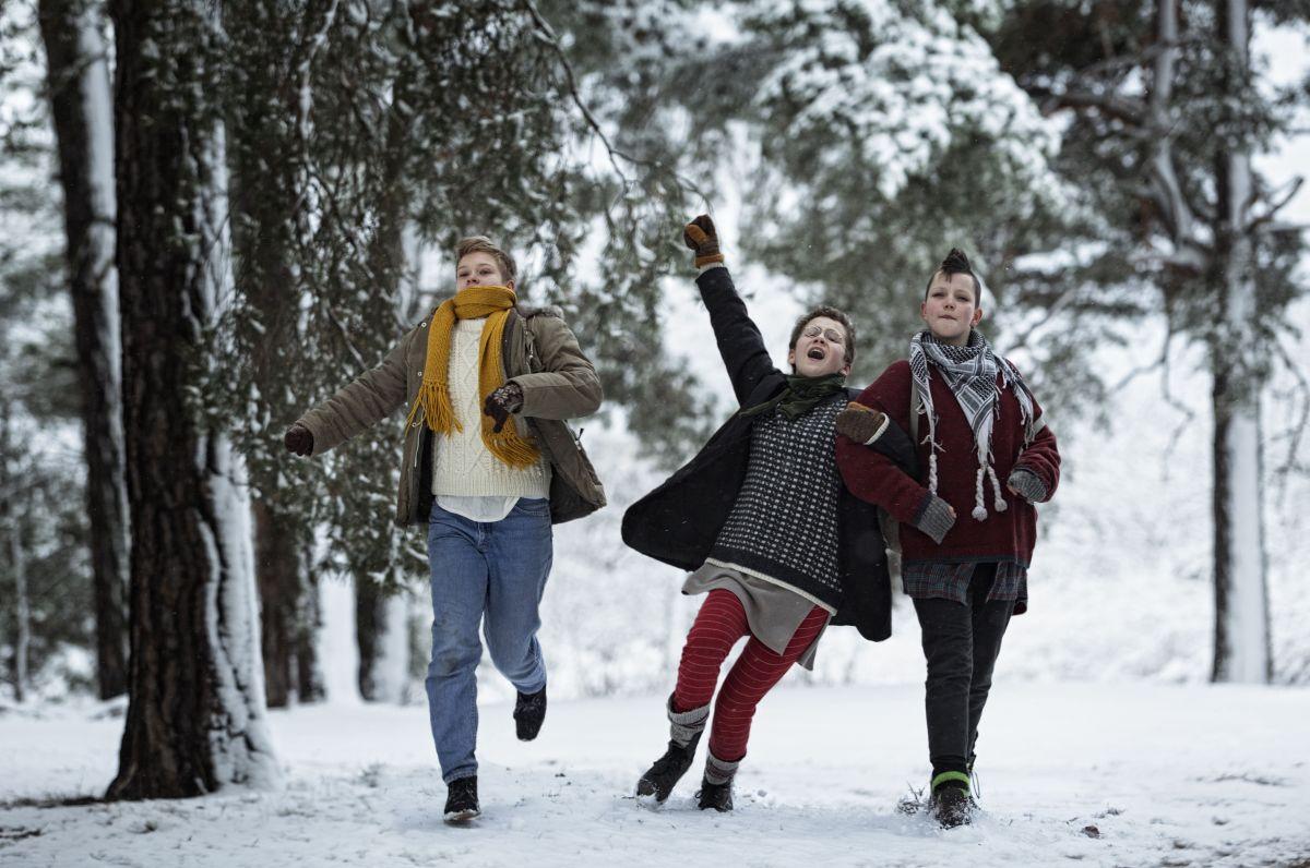 We are the best!: Mira Barkhammar con Mira Grosin e Liv LeMoyne in una scena del film