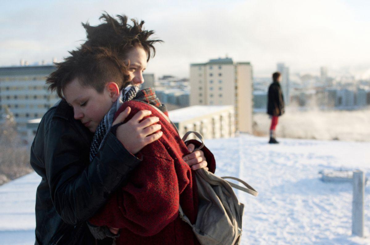 We are the best!: Mira Grosin con Jonathan Salomonsson in una affettuosa scena del film