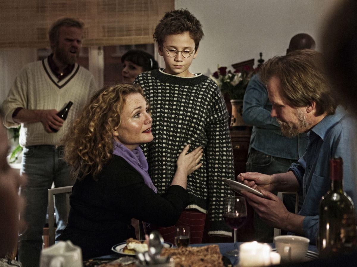 We are the best!: Anna Rydgren con Mira Barkhammar e Petter Andersson in una scena
