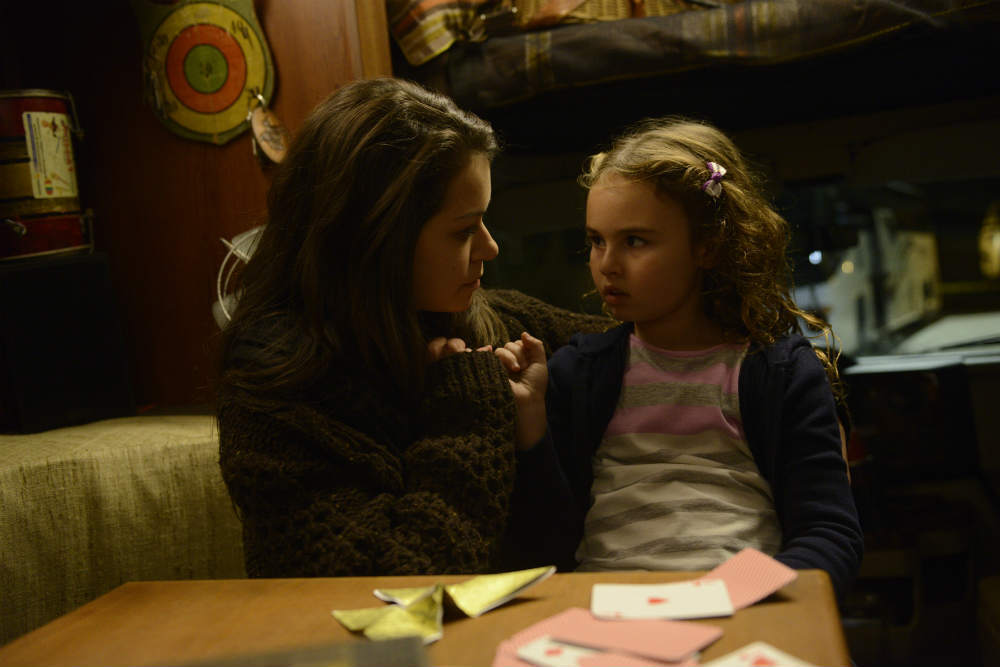 Orphan Black: Tatiana Maslany e Skyler Wexler nell'episodio Governed as It Were by Chance