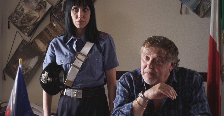 Quando si muore... si muore: Maurizio Mattioli con Francesca Sanapo in una scena del film