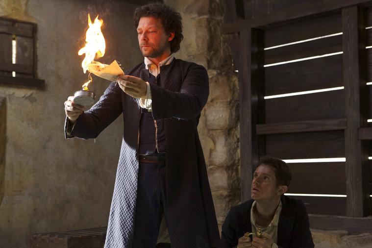 Crossbones: Richard Coyle e Chris Perfetti nell'episodio The Devil's Dominion