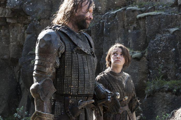 Il trono di spade: una scena di The Mountain and the Viper con Maisie Williams e Rory McCann