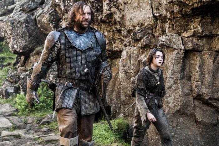 Il trono di spade: Rory McCann e Maisie Williams nell'episodio The Mountain and the Viper
