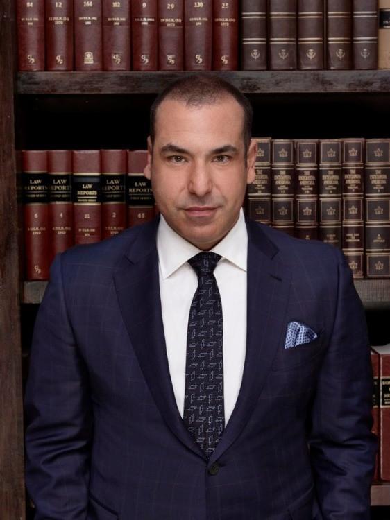 Suits: Rick Hoffman in un'immagine promozionale della quarta stagione
