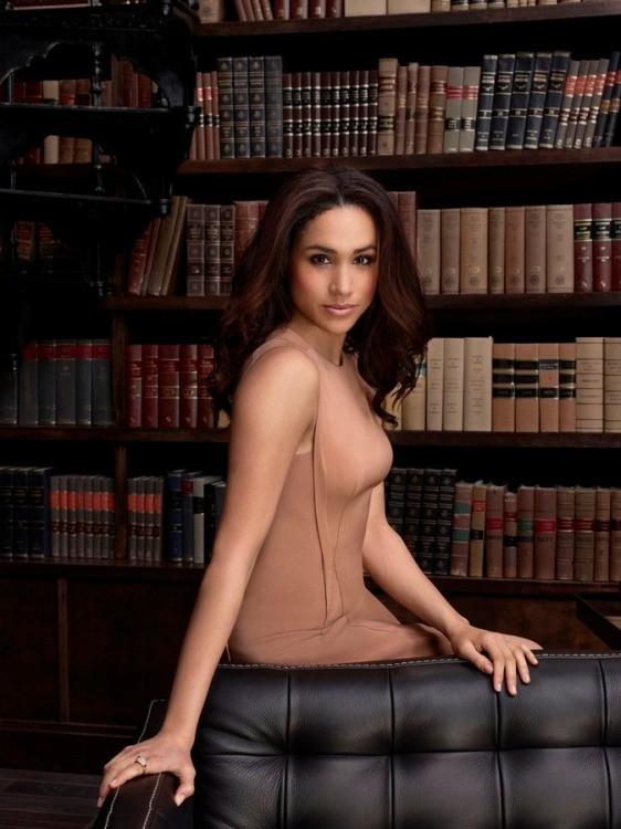 Suits: Meghan Markle in un'immagine promozionale della quarta stagione