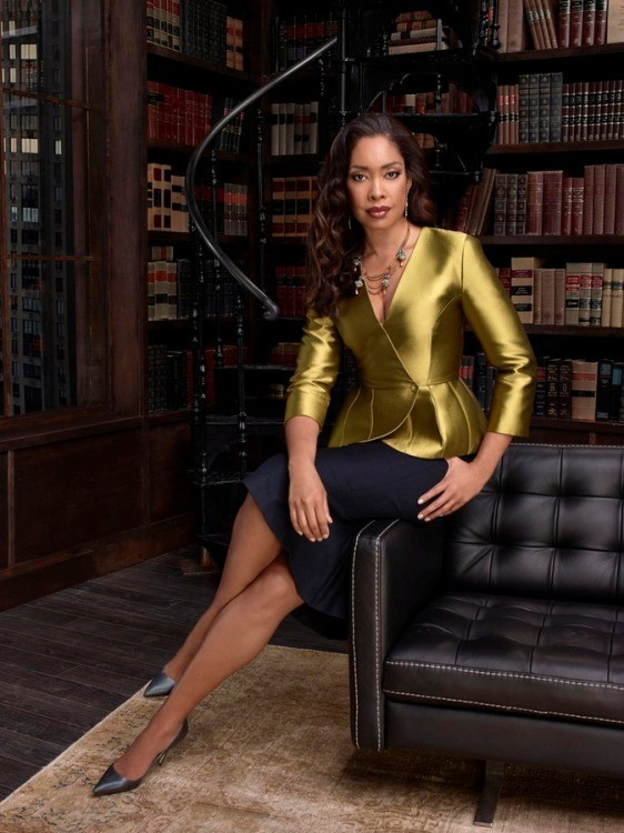 Suits: un'immagine promozionale di Gina Torres della quarta stagione