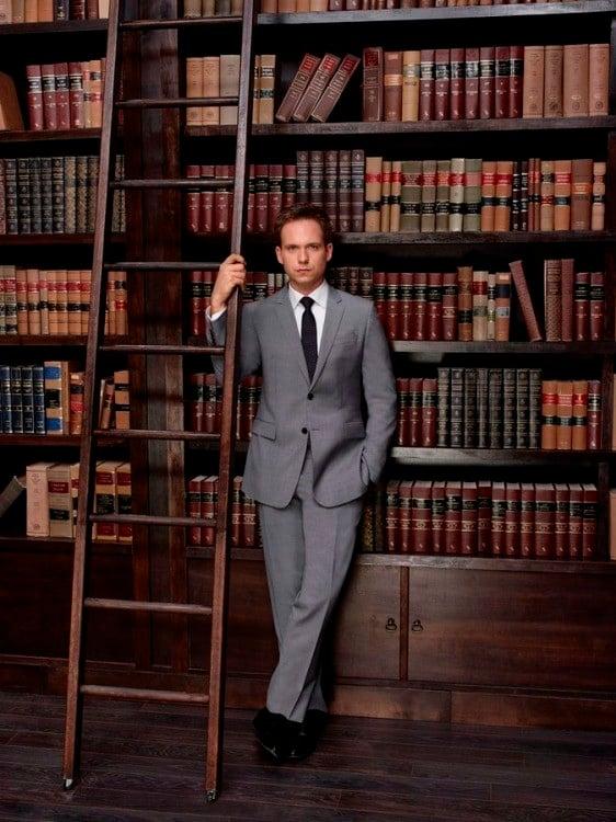 Suits: Patrick J. Adams in una foto promozionale della quarta stagione