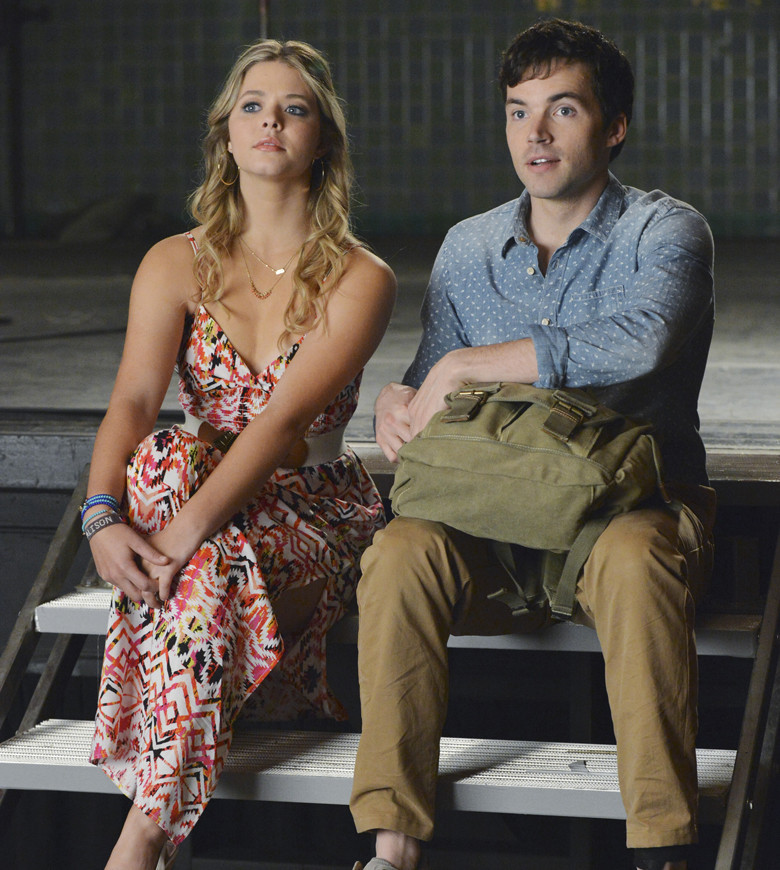 Pretty Little Liars: Ian Harding e Sasha Pieterse nell'episodio EscApe from New York